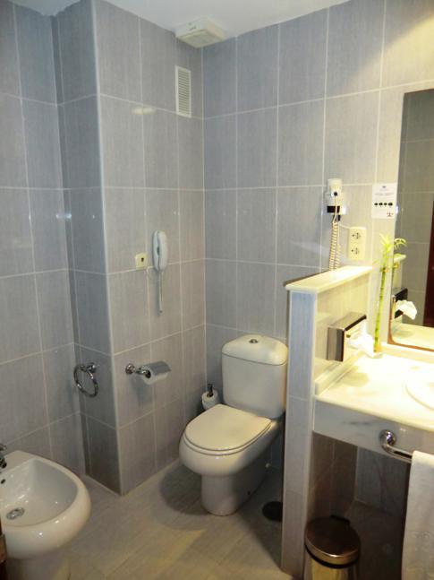 Unser Badezimmer im Tryp Hotel Puerto Rico in Melilla