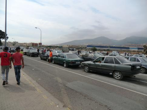 Der Grenzübergang zwischen Spanien und Marokko, zwischen Melilla und Beni Ansar