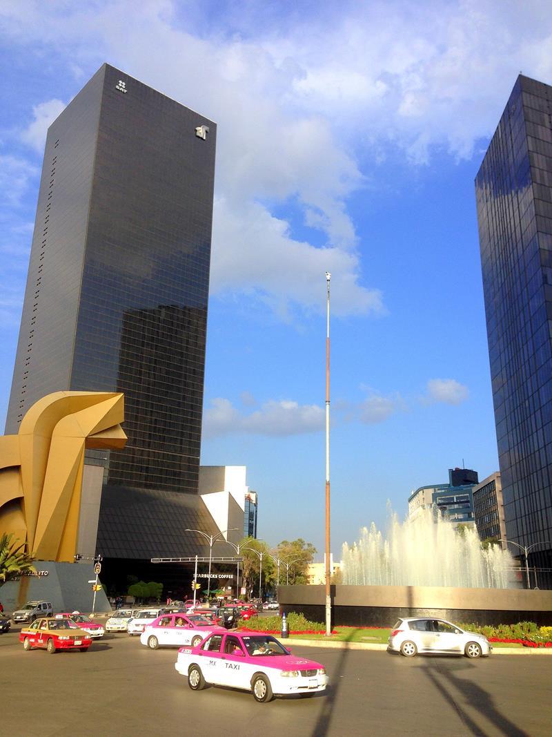 Der Platz sowie der Brunnen Fuente de Bucareli in Mexico City