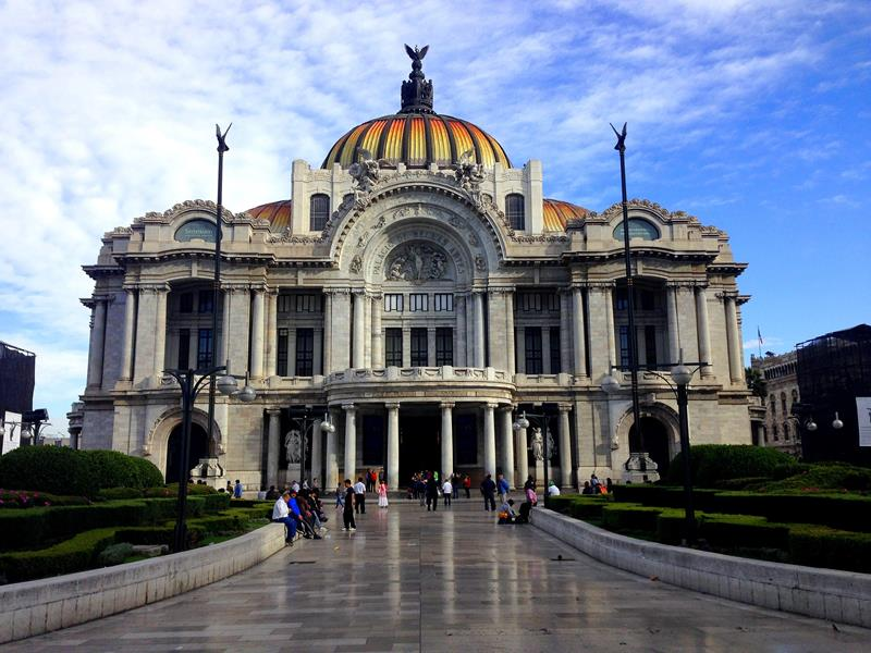 Eines der Wahrzeichen der Stadt, der Kunstpalast