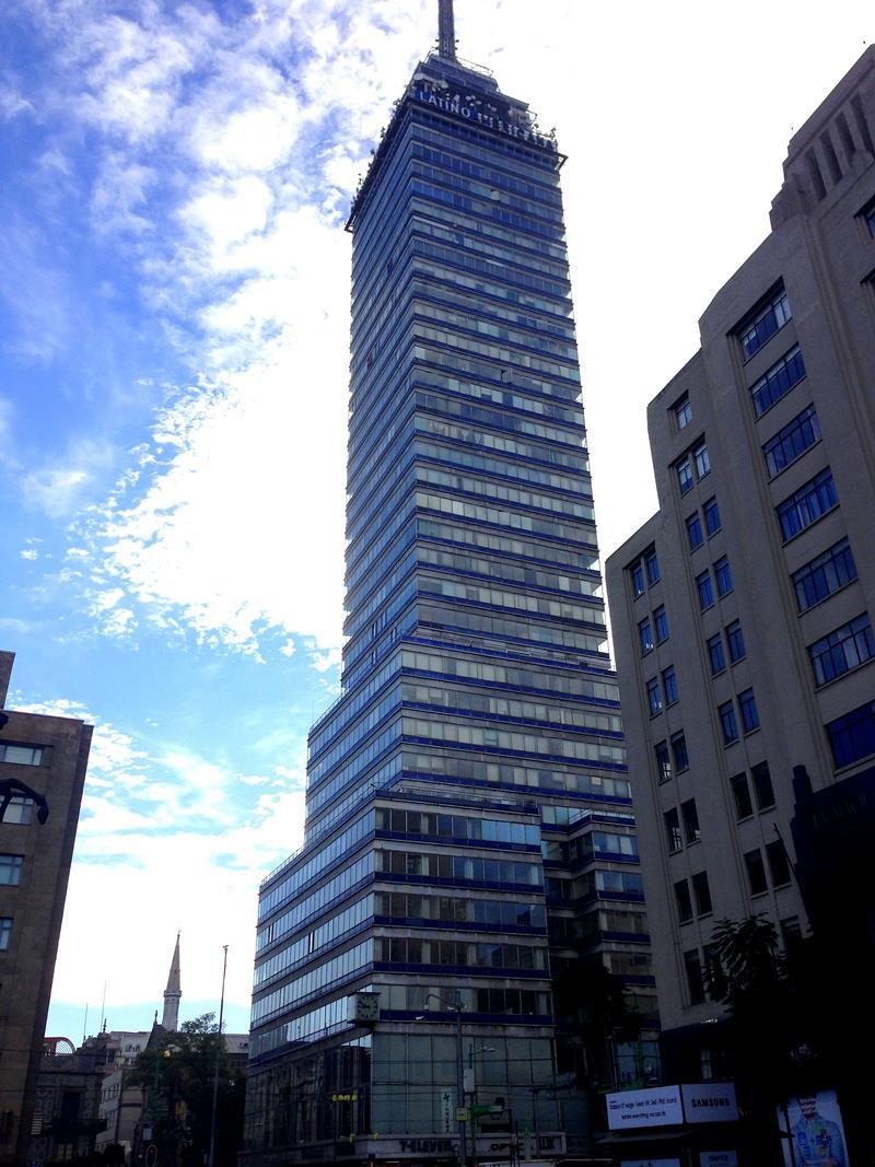 Der Torre Latinoamerikca, ehemals höchstes Gebäude von Mexico City