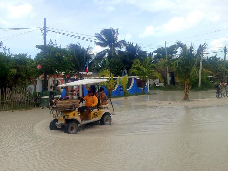 Überflutete Straßen auf der Isla Holbox