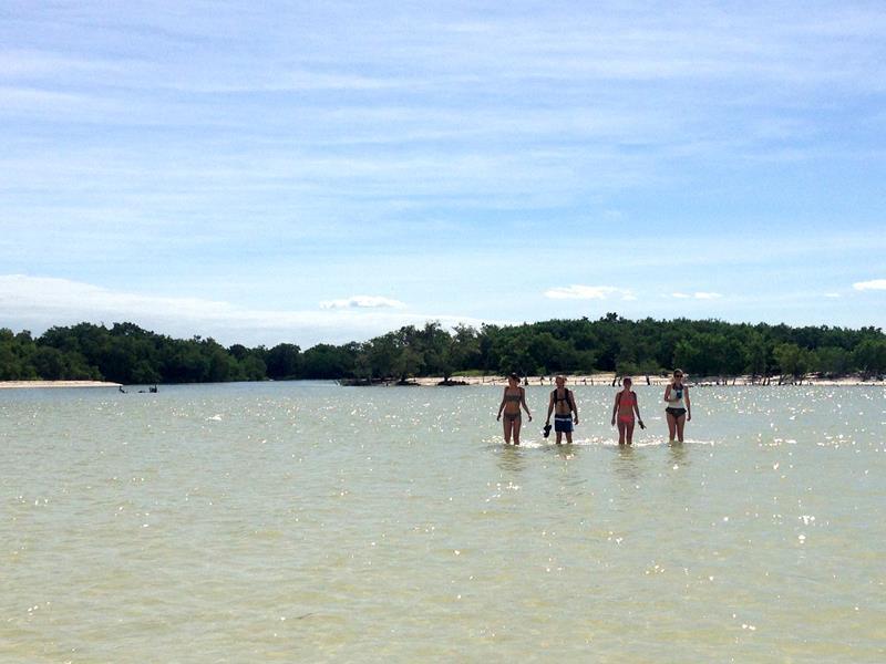 Selbst weit ab von der Küste kann man auf der Isla Holbox noch im Meer laufen