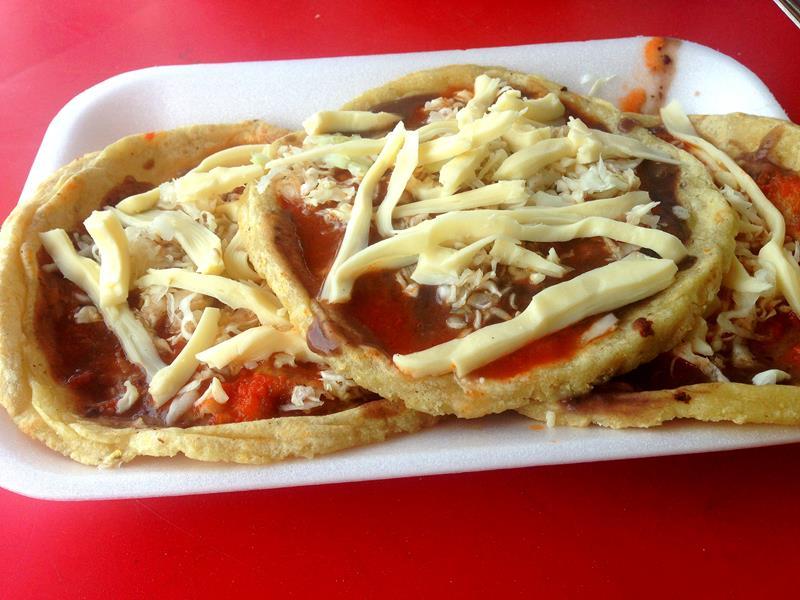 Sopes, ein typisches Essen in Mexiko und Yucatán