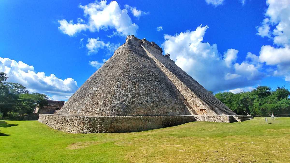 die historische Maya-Stätte Uxmal auf Yucatan in der Nähe von Merida
