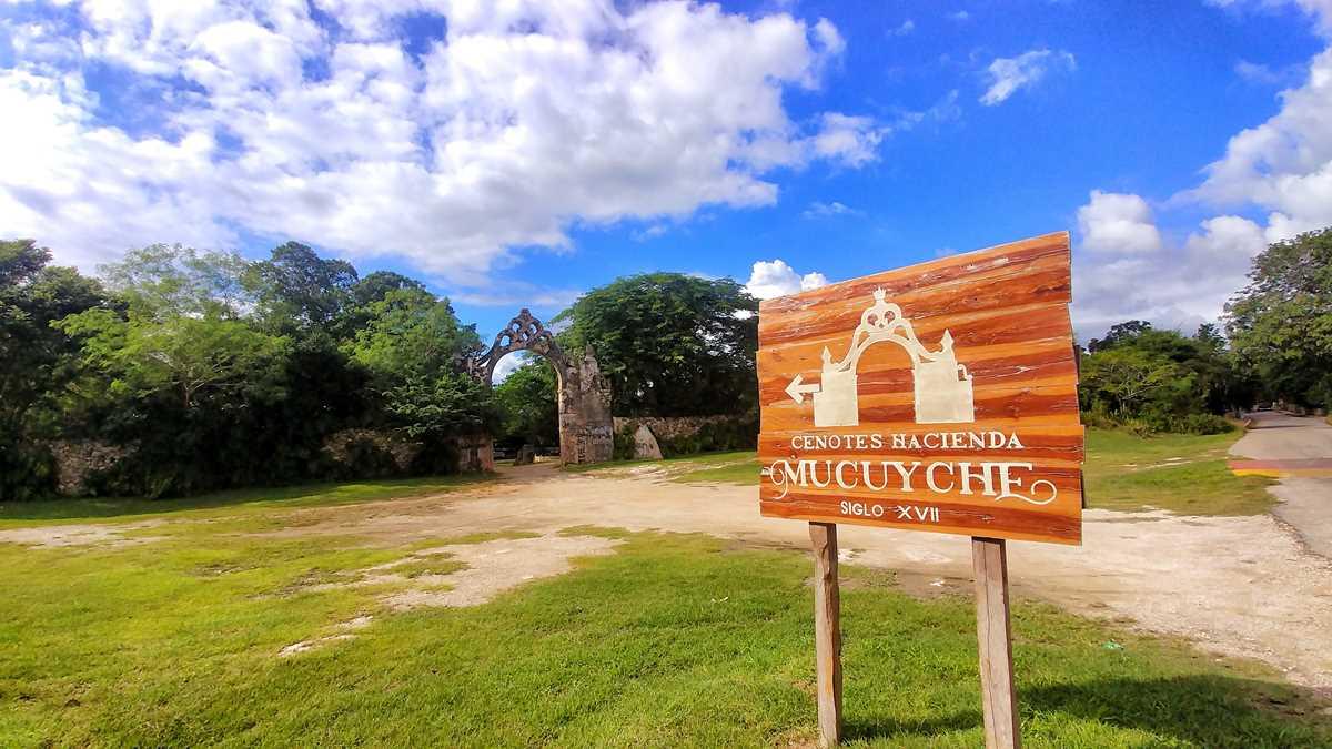 Cenote Hacienda Mucuyche im Süden von Merida, eine der besten Cenoten in Yucatan