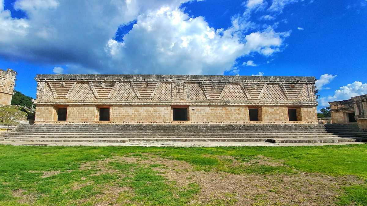 Die historische Maya-Stätte Uxmal auf der Yucatan-Halbinsel in der Nähe von Merida