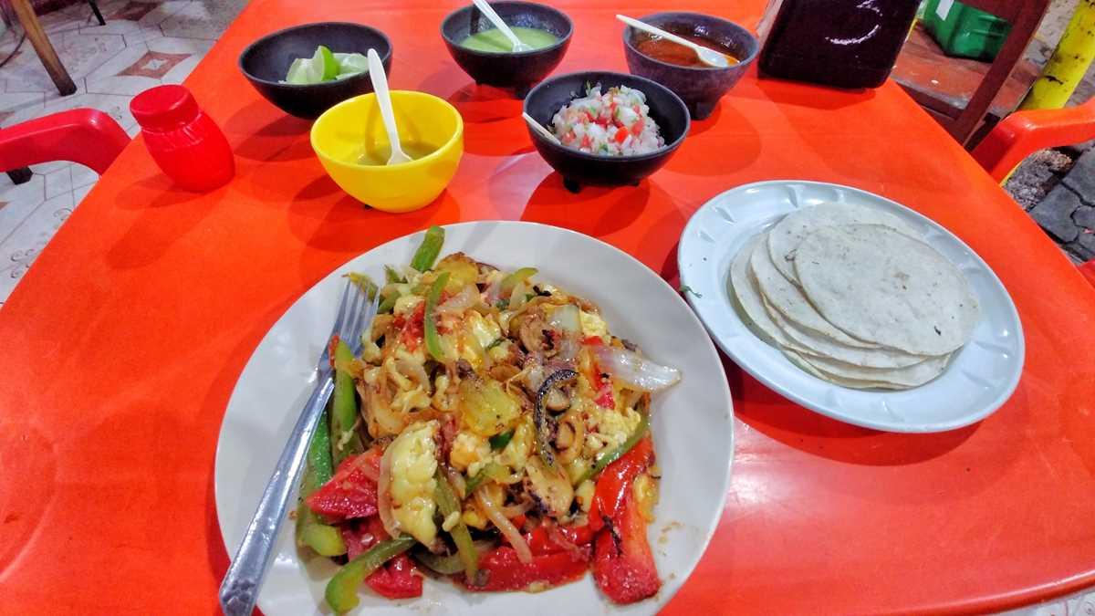 Lokales Essen in Tulum, Mexiko