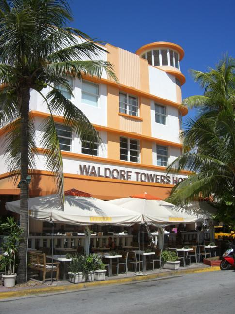 Das Room Mate Waldorf Towers Miami Beach direkt am Ocean Drive