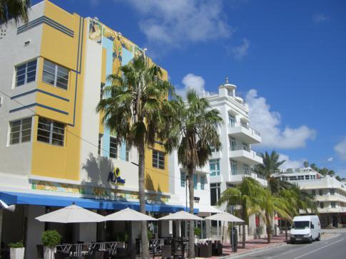 Der Ocean Drive in Miami Beach mit seinen wunderschönen Art-Deco Gebäuden