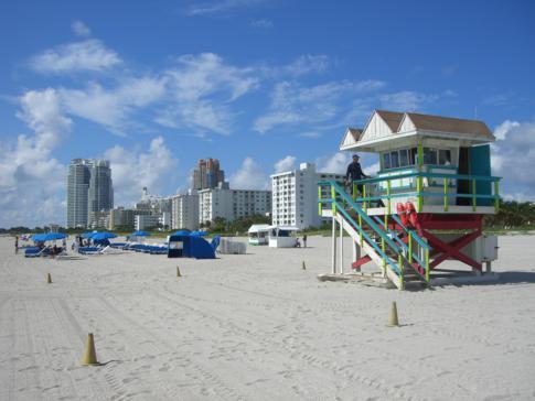 Selbst das Bademeisterhäuschen am Strand ist im Art-Deco Stil erbaut