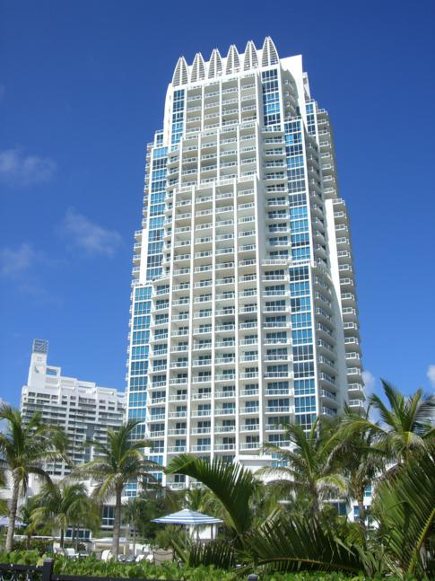 Hochhaus im South Point Park in Miami Beach