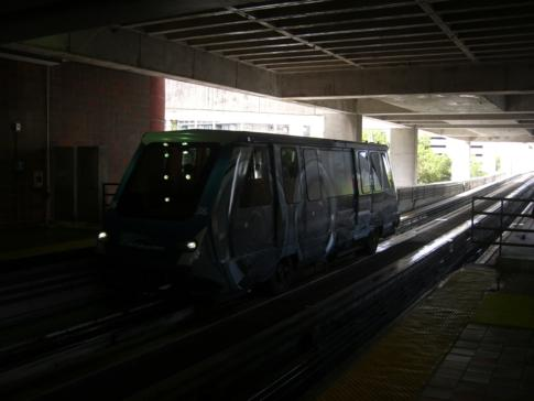 Der kostenlose Metromover ist ein praktisches Transportmittel in Miami Downtown