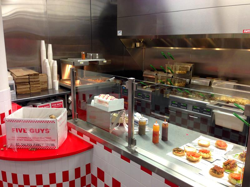 Besuch in der Burger-Filiale von Five Guys in Miami Beach