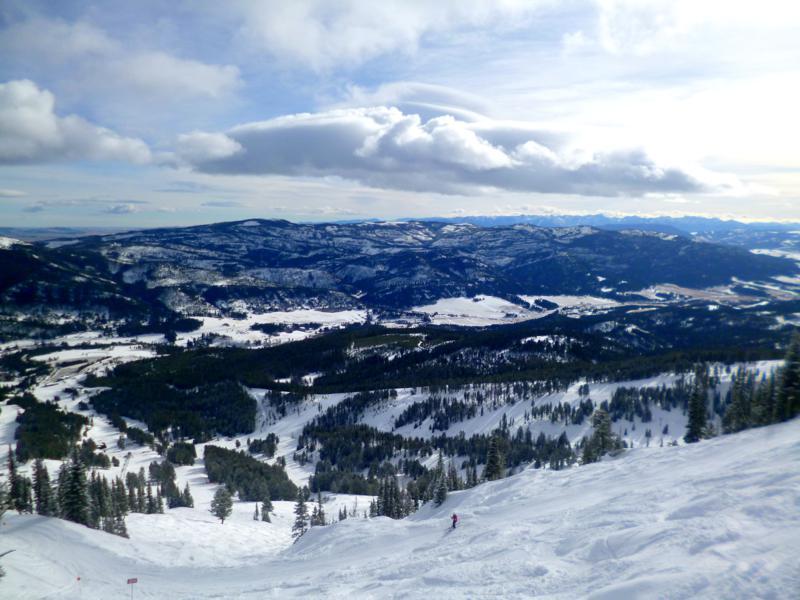 Tolle Aussicht vom Bridger Bowl auf die umliegende Landschaft von Montana