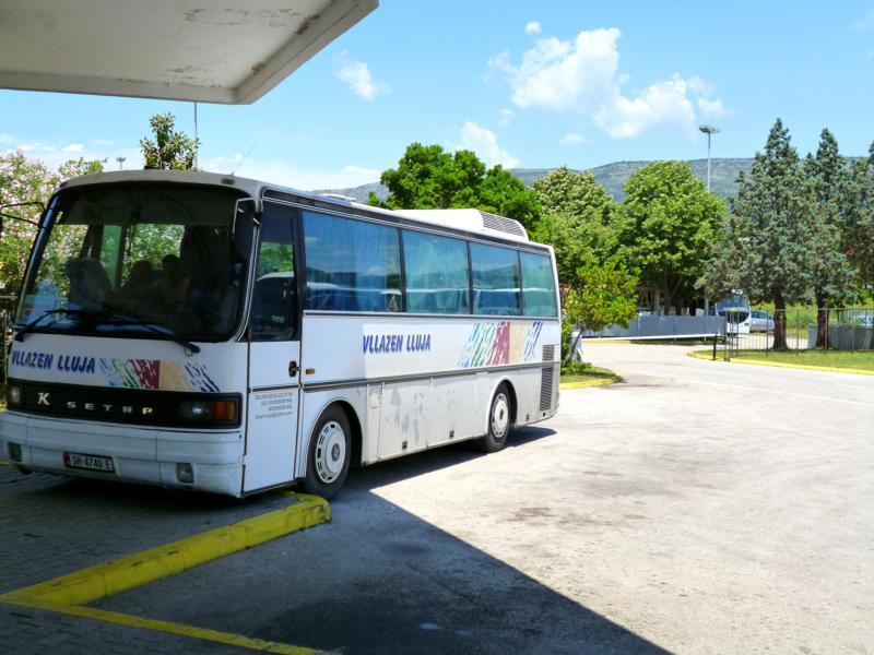 Bus nach Shkodra im Busbahnhof von Ulcinj