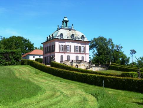 Das restaurierte Fasanenschlösschen im Schlosspark von Moritzburg