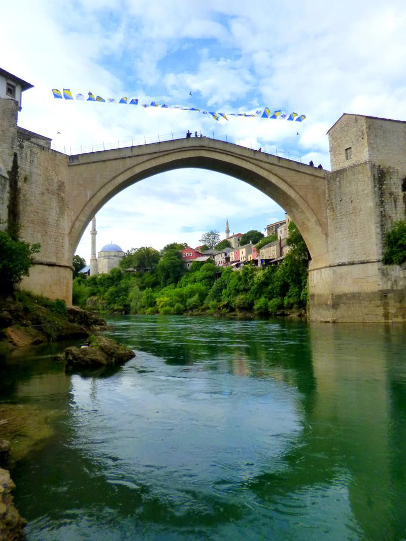 Die Alte Brücke in der Altstadt von Mostar