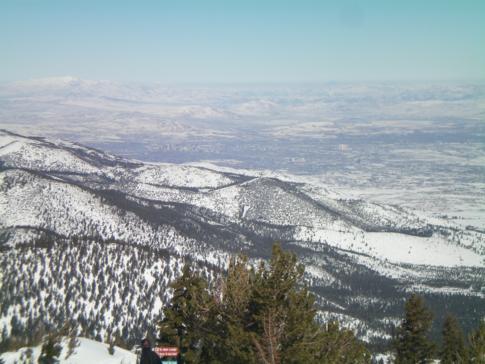 Der Blick vom Gipfel des Mount Rose auf Reno und Nevada