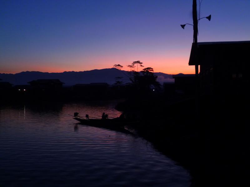 Der Inle Lake in Myanmar bei Sonnenaufgang