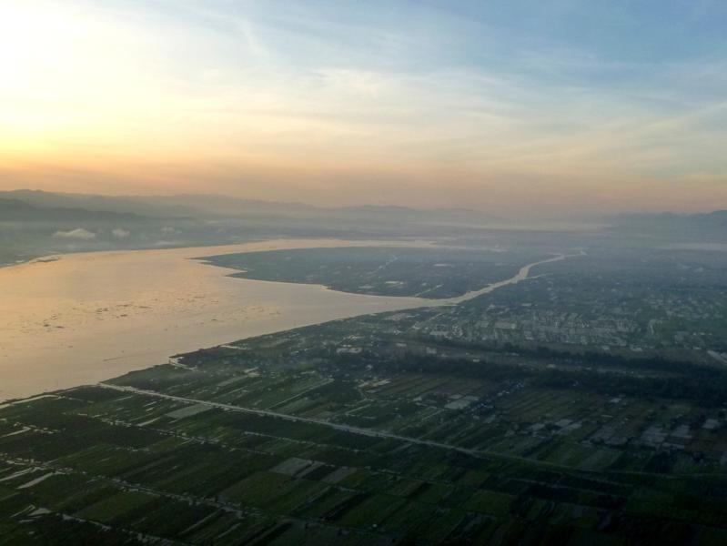 Mit dem Heißluftballon über den Inle Lake in Myanmar