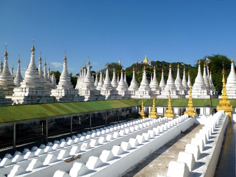 Einer der Tempel in Mandalay, der Kuthodaw Paya