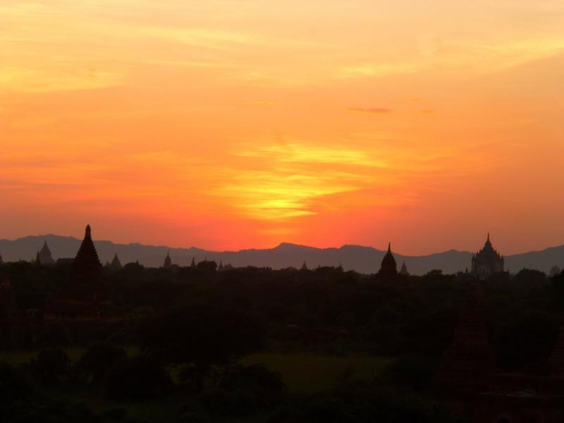 Sonnenuntergang in Bagan - einer der beeindruckendsten Momente in Myanmar
