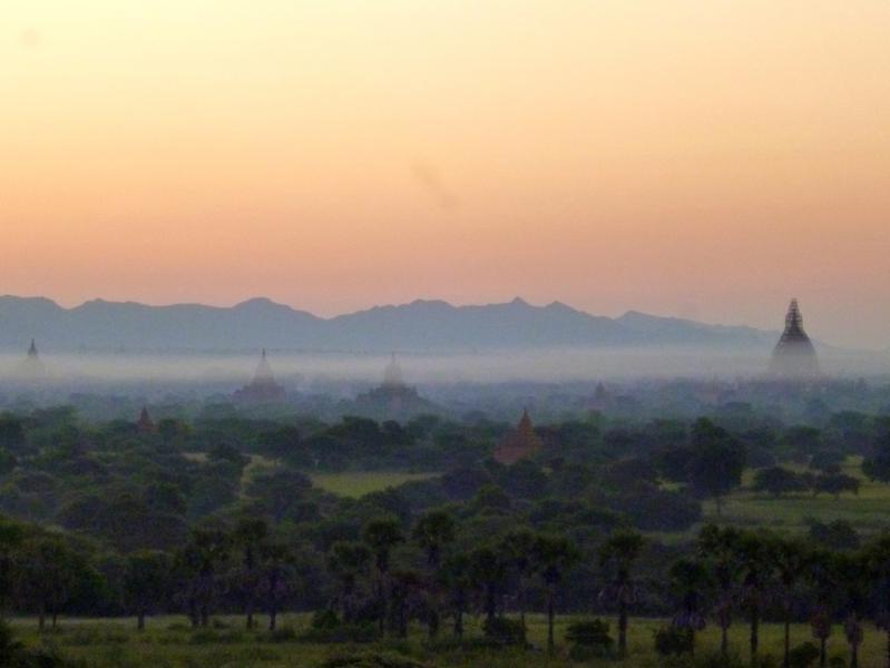 Sonnenaufgang in Bagan - einer der beeindruckendsten Momente in Myanmar