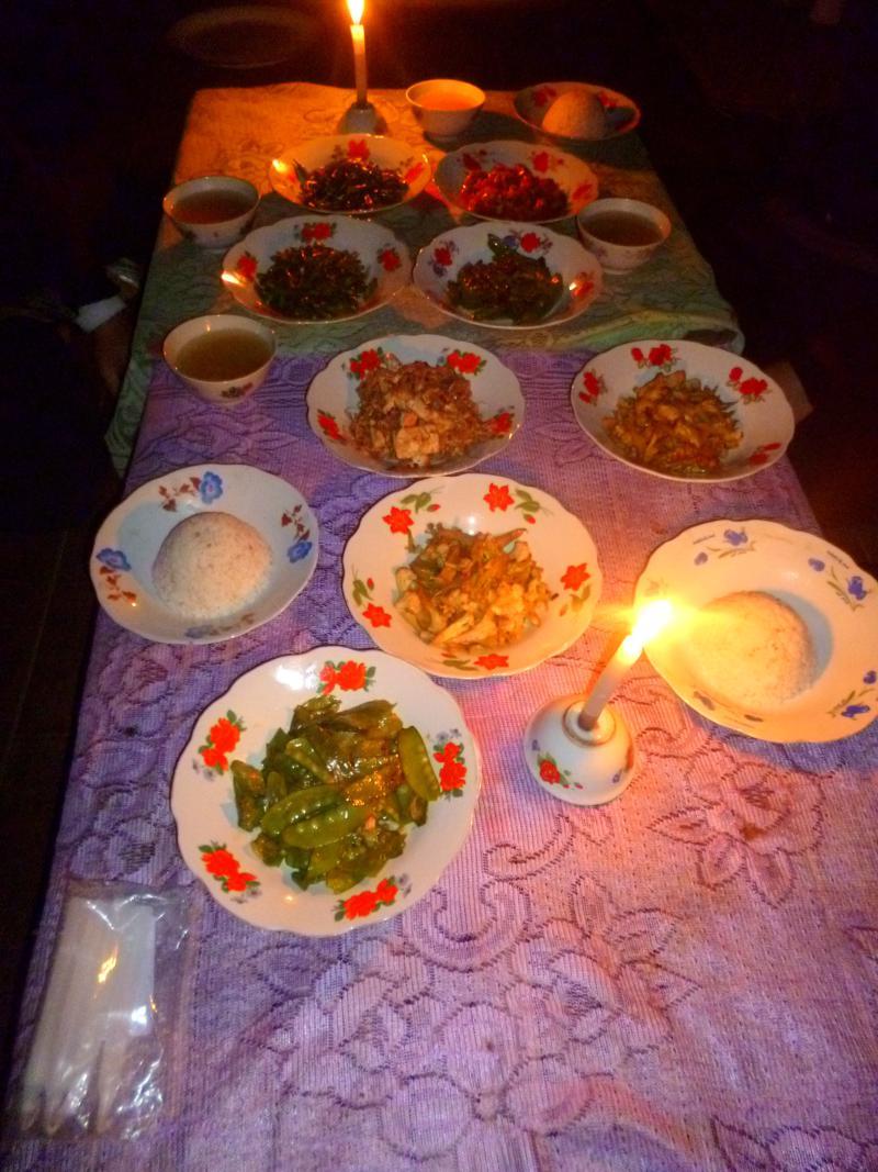 Fantastisches Dinner während unserer Trekking-Tour am Inle Lake
