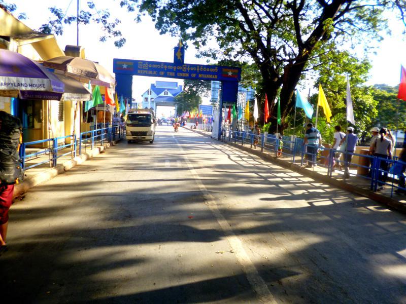 Der Grenzübergang von Tachileik nach Mae Sai - von Myanmar nach Thailand