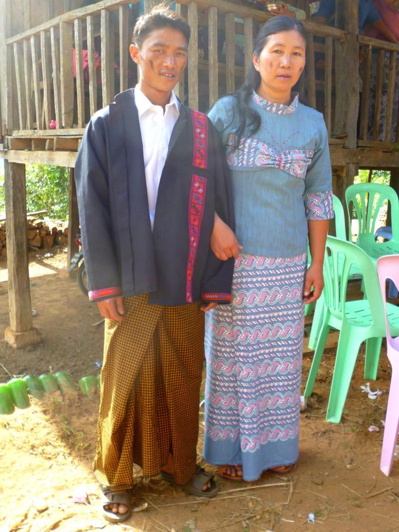 Besuch einer Hochzeit des Bergvolk der Akha im Osten von Myanmar