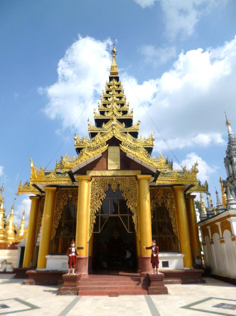 Die Shwedagon Pagode in Yangon, eine der größten Stupas in Myanmar