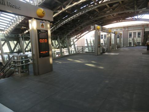 Die Jamaica Station der Long Island Railroad mit schnellen Verbindungen nach New York und ins Umland