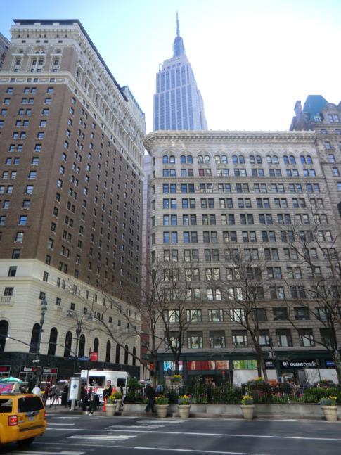 Blick vom Greeley Square auf das Empire State Building