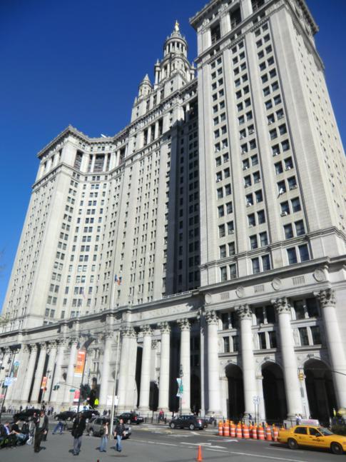 Die City Hall in Manhattan nahe der Brooklyn Bridge