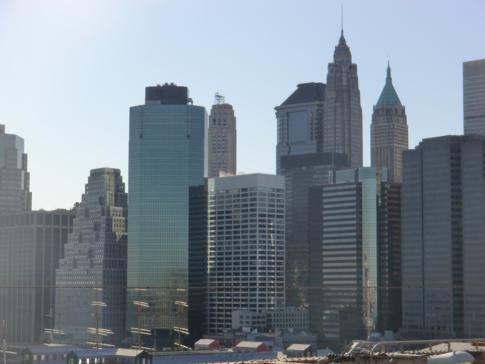 Die Skyline von Manhattan, gesehen von der Brooklyn Bridge