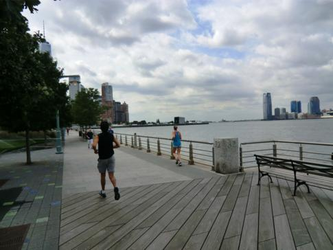Der Hudson River Park am gleichnamigen Fluss entlang Manhattans