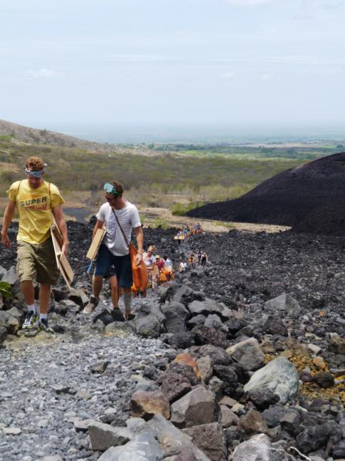 Wanderung auf den Cerro Negro - das Volcano Boarding wartet