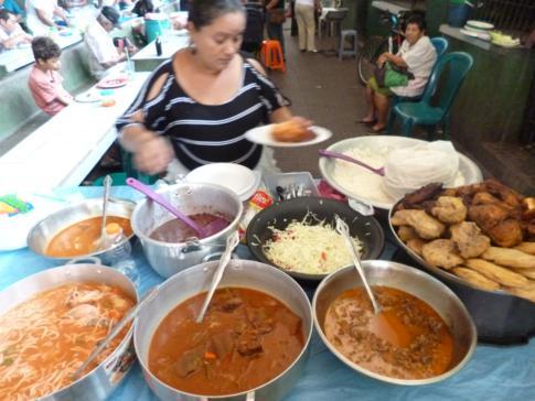 Markthalle mit leckerem Mittagessen in der Altstadt von León