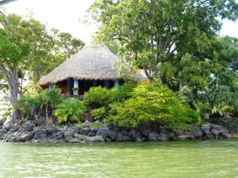 Eine der typischen Inseln der Isletas de Granada im Nicaragua-See