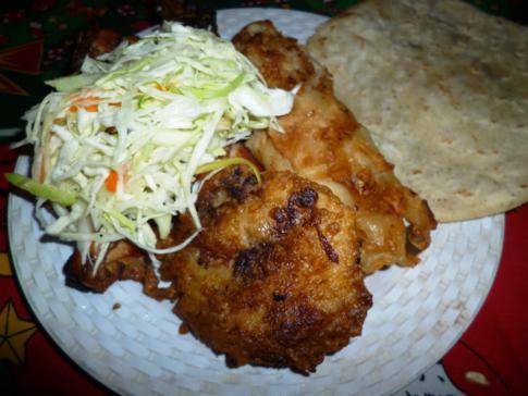 Street Food in Nicaragua - u.a. mit landestypischen Krautsalat und Tortilla