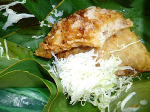 Street Food in Nicaragua - hier Reistortilla mit Krautsalat