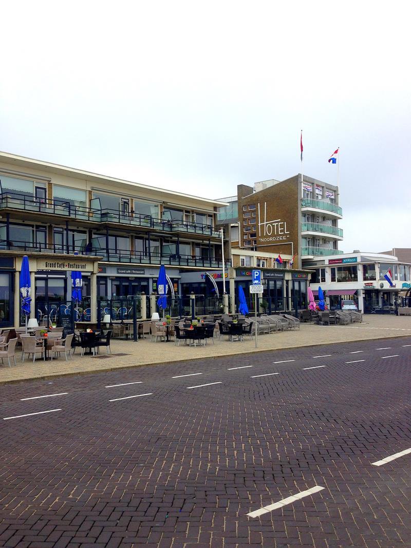 Der kleine Ort Katwijk an der holländischen Nordseeküste