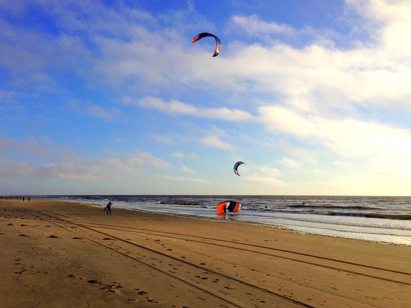 Der wunderschöne und endlose Strand von Noordwijk in Südholland