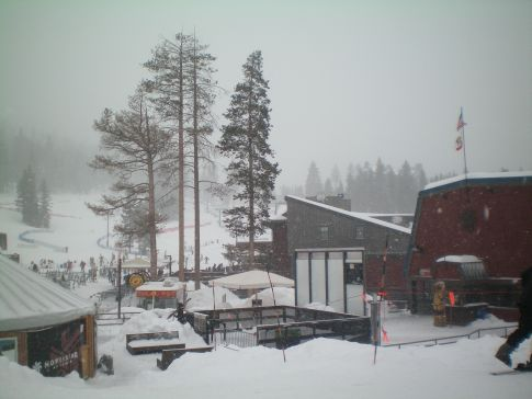Die Day Lodge als Zentrum des Skigebiets in Northstar-at-Tahoe