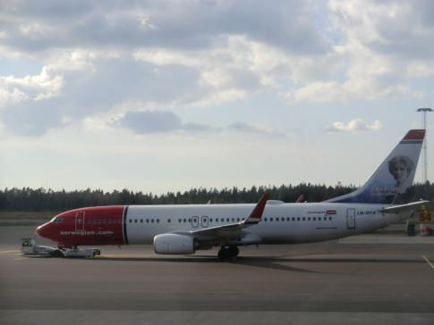 Eine Maschine der Fluggesellschaft Norwegian Air Shuttle am Flughafen Göteborg-Landvetter
