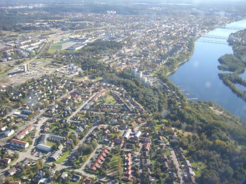 Blick während des Flugs mit Norwegian beim Landeanflug auf Umea