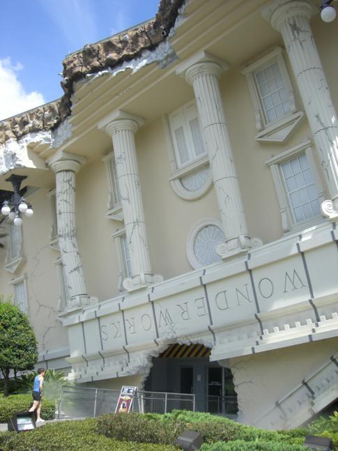 Das Haus, was auf dem Kopf steht: Wonderworks in Orlando