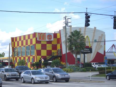 Blick auf ein weiteres riesiges McDonalds am International Drive