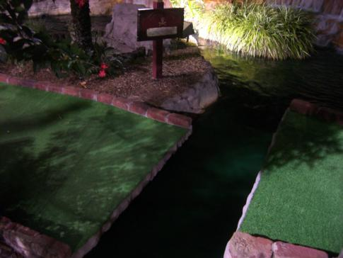 Eine Runde Minigolf bei Pirates Cove Adventure Golf in Orlando